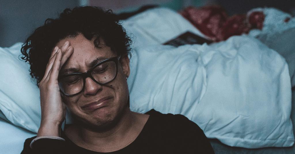 Cân nhắc kĩ khi sử dụng cảm xúc đau khổ trong emotion marketing. Nếu không đủ khéo sẽ trở thành con dao 2 lưỡi